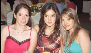 Brenda Domínguez, Lorena Salmón y Gaby de Barrios.