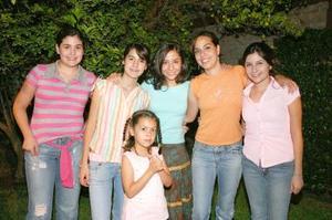 <b>06 de septiembre 2005</b><p> Paola Valdés, Rosy Bello, Luis Pérez y Karla Valdés, acompañaron a Nancy de la Garza.