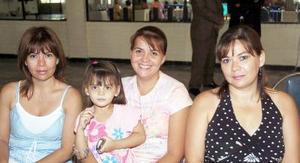 Lorena B. de Valencia, Raquel B. de Camberos, Carolina Camberos y Esther B. de Webb.