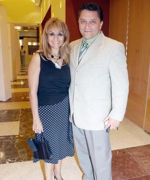 Lucía de Ramos y Rogelio Ramos.