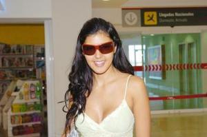 Procedente de México regresó Teresa Segovia, después de visitar a sus familiares.