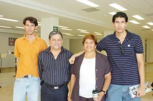 <B>07 de septiembre 2005</b><p> A México y Tuxtla viajaron Felipe y Alonso, los despidieron San Juana y David.