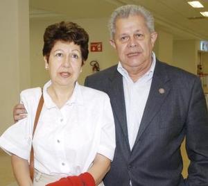 A París viajaron Félix y Cony López Amor.