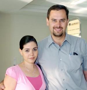 Jesús Orduña viajó al DF y fue despedido por Elena de Orduña.