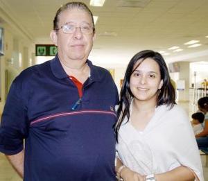 <B>08 de septiembre 2005</b><p> Miguel Ángel Peña viajó a Los Cabos y fue despedido por Ana Paula Peña.