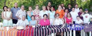 María Luisa  Pascual de Pacheco, en la fiesta sorpresa que le ofrecieron sus familiares.