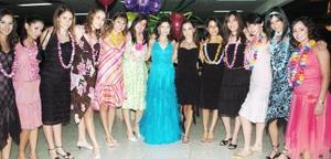 Karla Valdés Morales celebró sus quince años, en compañía de sus amigas.