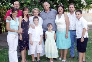 <b>07 de septiembre 2005</b><p> Doña María Luisa Pacheco, acompañada de su esposo José Pacheco, sus hijas, María Luisa y Cristina, sus hijos políticos Emilio Chaúl y Daniel Moya. además sus nietos.