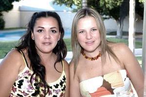 Claudia Aguilera y Aurora T. de López.