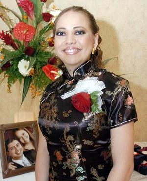 <b>07 de septiembre 2005</b><p> María Lucía León González, captada en la despedida que le organizaron en días pasados.