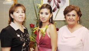 <b>08 de septiembre 2005</b><p> Norma Elizabeth Estevané Mora acompañada de las anfitrionas de su despedida de soltera.