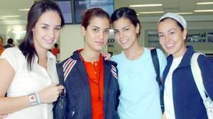 A Barcelona, España viajó Lorena Armendáriz, la despidieron Mónica, Rosana y Alejandra.