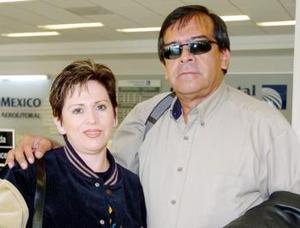 Álvaro y Alma Esther Ceniceros viajaron a México.