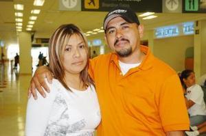 <B>09 de septiembre 2005</b><p> Para Tijuana voló Fausto Emiliano y fue despedido por Lucía Gavira.