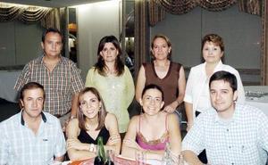 Manuel Cabarga, Claudia Dávila, Mayté Echeverría, Beto de la Parra, Carlos Lira, Lina de Lira y otras amigas.