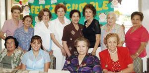 <b>09 de septiembre 2005</b><p> Una fiesta de cumpleaños, le obsequiaron a la señora Elena Alicia Moreno Webb.