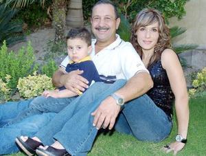 Sami Gidi Guerra acompañado de sus papás, Silvia de Gidi y Jacobo Gidi, en su fiesta de cumpleaños celebrada en días pasados.
