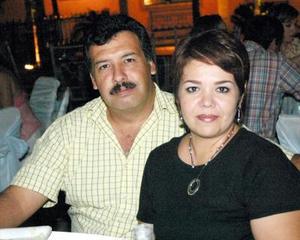 <b>08 de septiembre 2005</b><p> Vicente Cázares y Lucy Torres.