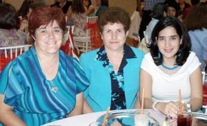 Amaya Belausteguigoitia de Martínez, Asunción Belausteguigoitia e Idoia Leal, en reciente evento.