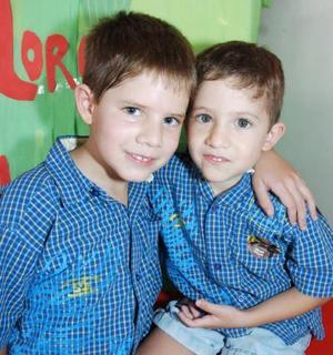 <b>10 de septiembre 2005</b><p> Lorenzo y Leonardo Soto cumplieron años.
