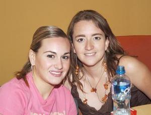 Alma Villalobos y Luzma Acuña.