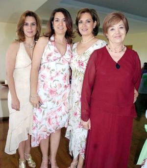 María de Jesús Becerra de Padilla, con sus hijas Leticia, Margarita y Estela