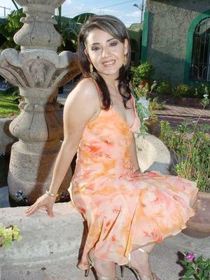 <b>12 de septiembre 2005</b><p> Esmeralda Gallegos de la Torre fue despedida de su soltería con motivo de su próxima boda con Roberto Carlos Cavazos Pineda