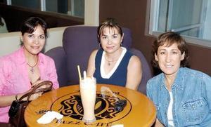 Diana T. de Nahle, Sandra de Monroy y Victoria L. de Díaz Flores.