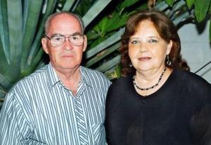 Eduardo José Rivas Echeverría y María Esthela Kuster de Rivas celebraron 41 años de feliz matrimonio.