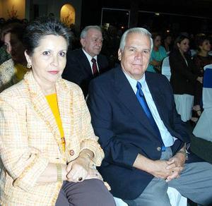 Laurencia Martínez de González y Fernando González La Fuente.