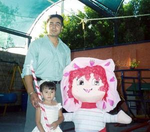Karla Andrea Cano Morales en compañia de su papá, Juan Carlos cano, el día de su fiesta de cumplaños.