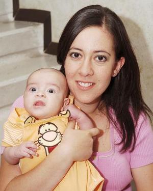 <b>12 de septiembre 2005</b><p>  Mague de Marín con su hijo Daniel Marín