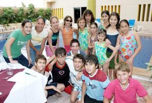 Paulette Guzmán del Valle, acompañada de sus amiguitas en su festejo