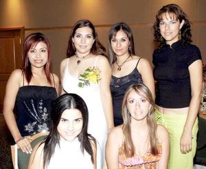 <b>11 de septiembre 2005</b><p> Sinceras felicitaciones recibió de sus amigas Karla Villanueva Lechuga, en la despedida de soltera que le organizaron por  su próximo enlace nupcial..
