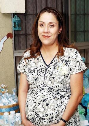 Grisela Villa de Torres fue festejada con un convivio, por el próximo nacimiento de su bebé.
