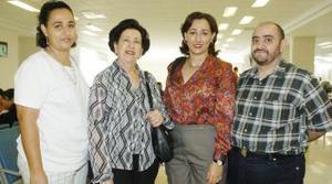 Ana María Charur, Mariluz Zarzar y Miguel Ángel Zarzar, viajaron a Tierra Santa, los despidió MJaribel Zarzar.