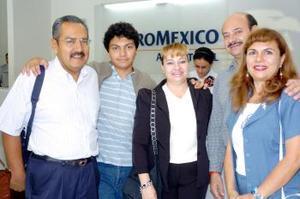 Germán Guzmán y Víctor Vargas viajaron a España y fueron despedidos por familiares.