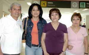Lilian Acosta  llegó del DF y fue recibida por Estela, Jaime y Olga.