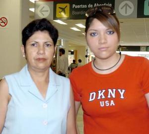 <B>14 de septiembre 2005</b><p> Yolanda de Huizar fue despedida por Yazmín, antes de viajar al DF.