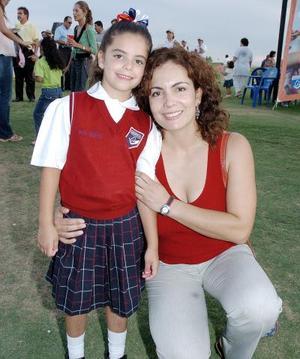 <b>13 de septiembre 2005</b><p> Teresa Muñoz de Díaz y Paula Díaz Muñoz.