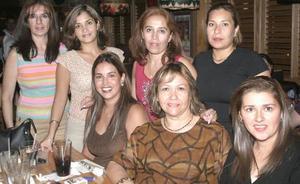 Laura de Aguirre, FátimaAlanís, Blanca de Arteaga, Martha Esquivel, María Luisa de Benavides, Luz Morales y Laura de García, en reciente convivencia.