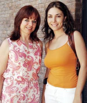 Ginny Fllores y Nallely Cárdenas.