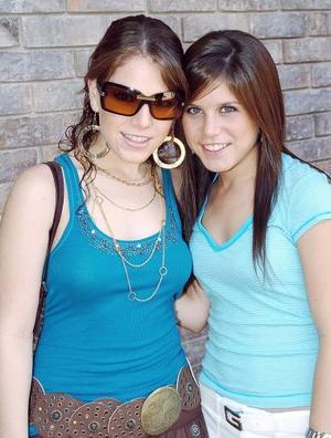 <b>14 de septiembre 2005</b><p> Anavilly y Mariana Estrada Villarreal.