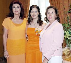 Christian Baeza Jalife junto a su mamá, Esther Jalife de Baeza y su futura suegra, Rosa María Santoscoy de Elizondo..