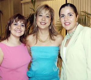 Coquis González, Graciela León y Linda Trasfí en pasado acontecimiento social.
