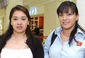 <B>15 de septiembre 2005</b><p> Nancy Arteaga y Evelin Ortega vivjaron con destino a México.