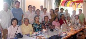 Grupo de servidoras de la Casa del Enfermo Misionero del Padre Manuelito, captadas en pasado convivio.