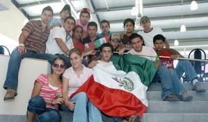 <b>15 de septiembre 2005</b><p> Marco, Chema, Carlos, Chava, Mario, Alejandro, Álvaro, Rodrigo, Elena, Vania, Diego, Buji, Kalin, Memo y Diego Fernández.