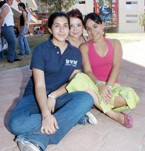 <b>15 de septiembre 2005</b><p> Silvia, Caro y Anaí.