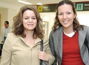 Monserrat Huerta y Leticia Pérez arribaron procedentes de la ciudad de México.